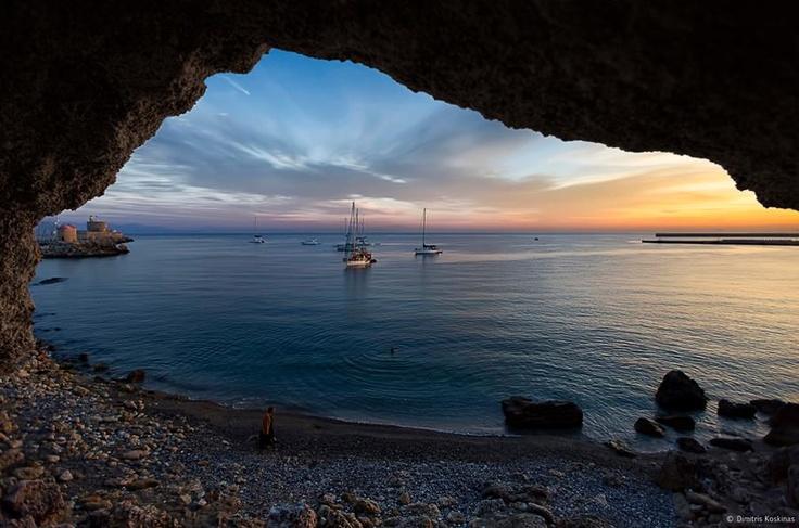"""""""Göklere inanırdım eskiden ama sen denizlerin derinliğini gösterdin bana""""    Yannis Ritsos"""