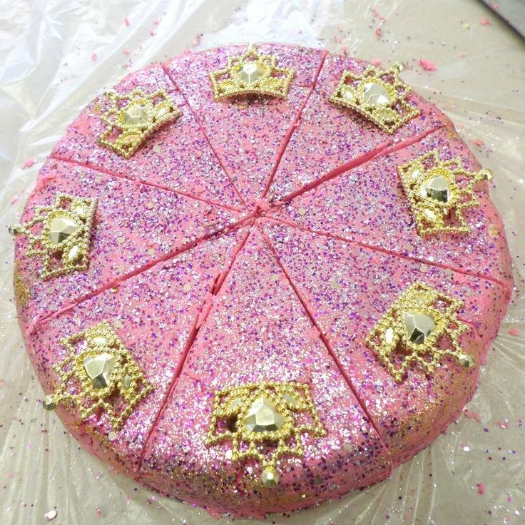 Fairy Queen Extreme Bubble Cake!    The sensual base of white woods reveals sandalwood, cedar, patchouli, amber, suede, musk and amber. Each slice is also topped with a gold or silver coloured plastic ring fit for your own fairy queen. Each one of these huge cake slices is good for 6-8 bubble baths so these are great value for money! While our bubble scoops are the mild version of our bubbles these are called Extreme Bubble for a reason!