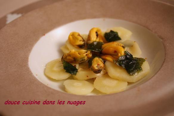 Le cerfeuil tubéreux n'est pas du cerfeuil ( ses feuilles sont toxiques) mais un légume racine. Il fait parti de ces légumes oubliés qui reviennent sur nos tables. Son goût est doux, sucré entre l'artichaut et la châtaigne, un peu farineux s'il est cuit...