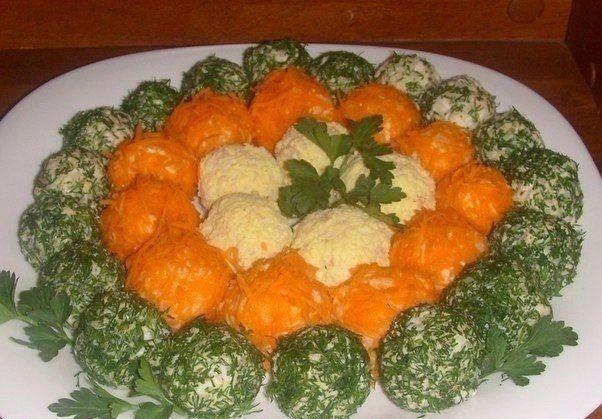 Оригинальный салат в шариках  Ингредиенты:  ●Стакан отварного риса, ●Банка консер. рыбки(у меня горбуша), ●Яйца вар. 3 шт. ●Майонез-3 стол. ложки. ●Пучок укропа, ●Сырая морковка-1 шт,  Приготовление:  Рис+рыба+белки+майонез,соль,перец. Всё перемешать. Морковь натереть на мелкой тёрке. Желтки тоже натереть. Салатик разделить на шарики,обвалять в зелени,желтках и в натертой морковке.  Приятного аппетита! Приходите, мы вас ждём!😍😍😍  #кафе #кафеказань #сибирскийтракт #русскаякухня…