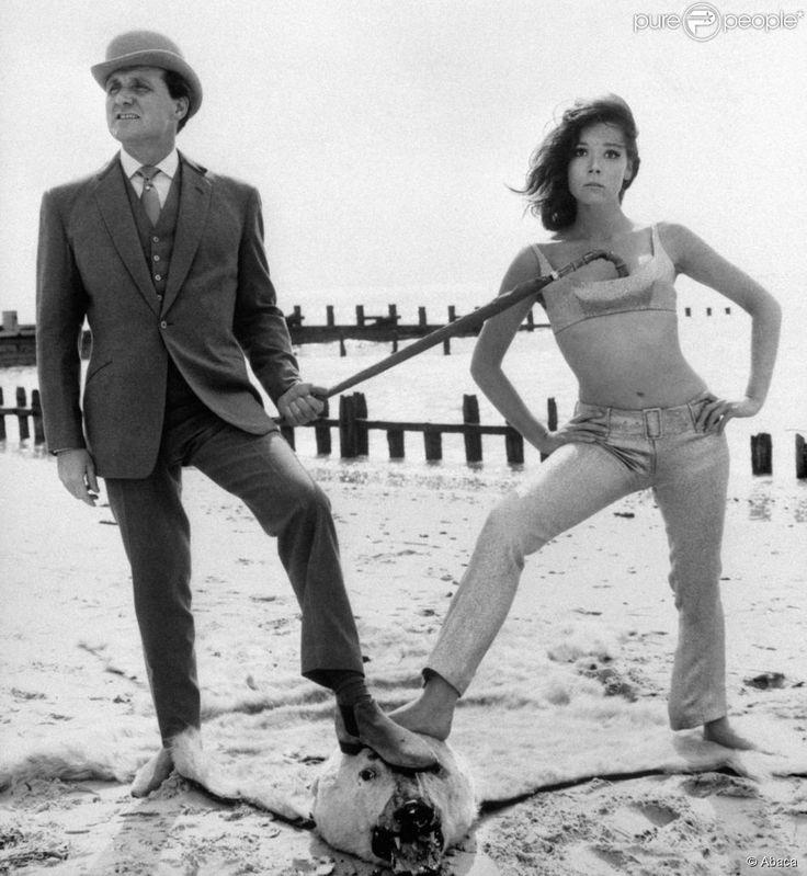 Patrick MacNee, alias John Steed et Diana Rigg, alias Emma Peel, de la série Chapeau melon et bottes de cuir (photo d'archive)