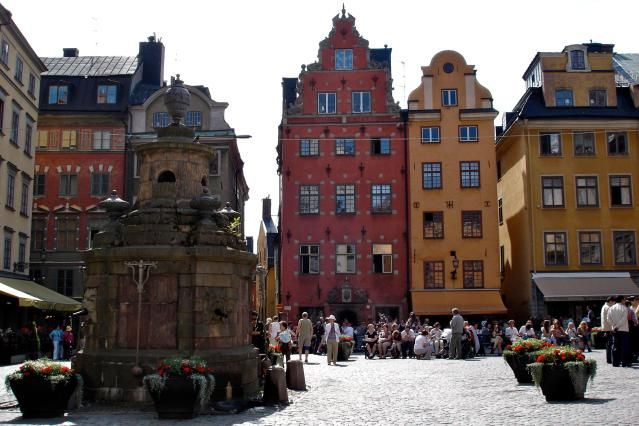 8 Can't-Miss Attractions in Malmo, Sweden: The Stortorget (Malmo City Square), Lilla Torg (huge lamp)