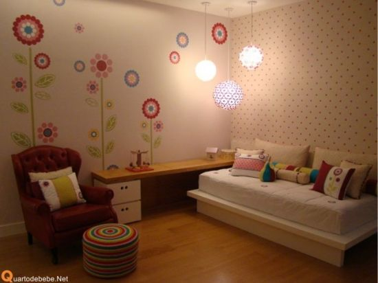 flores e flores e mais flores I know this is set up for a girl room, but this would be great for a fun family room!