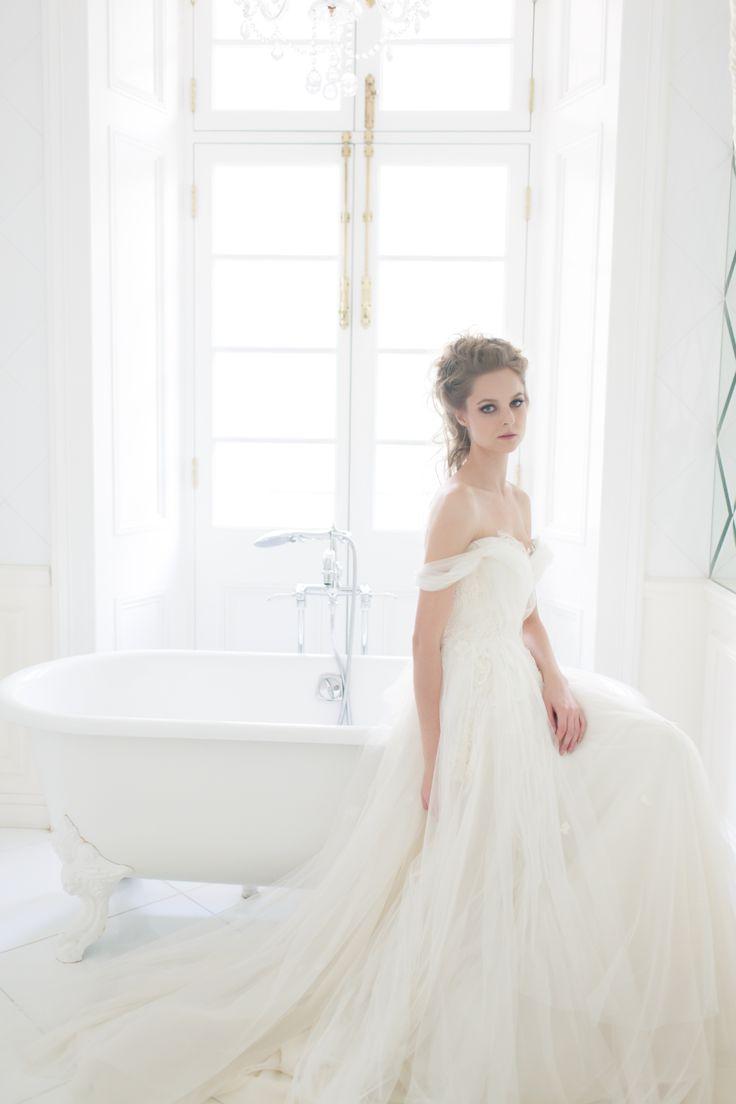 Willow gown from Vivian Luk's White Collection #vivianluk #vivianlukatelier #white #bridal
