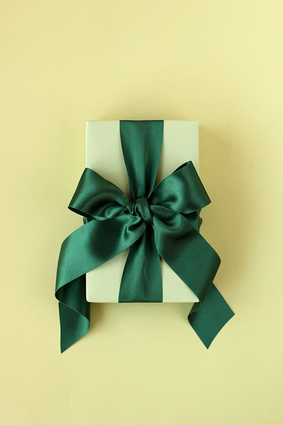 Easy gift bow tutorial. Perfect for holiday or birthday or anniversary or pretty much any special occasion gift wrapping.