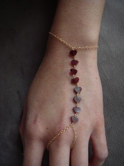 Ooh, a slave bracelet that's delicate and simple. I like it!