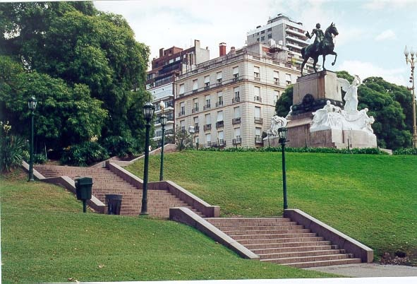 Barrio de Recoleta: Plaza Mitre.-