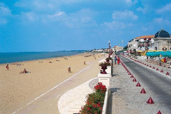 Le front de mer de Châtelaillon-plage. France