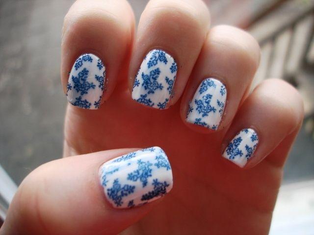 feine Porzellannägel. So schön. Warum habe ich nie an Weiß und Blau gedacht?   – Nageldesign