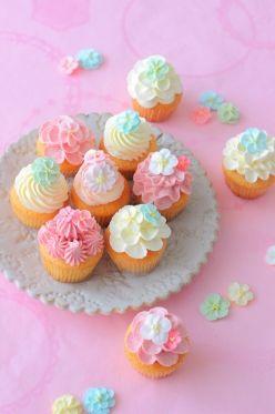 デコレーションカップケーキ/卵1個の量に合わせて計算。バタクリはレシピ通りの分量でOK。焼き時間は増やさないとダメ。