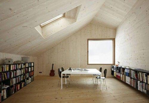 On aime les intérieurs que les grands voiles de bois laminé-croisé forment et les finis à esprit et ambiance plus naturel que les intérieurs traditionnels fait de feuilles de gypes peintes.