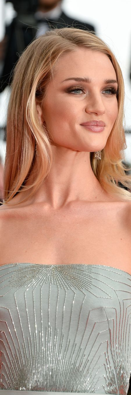 Rosie Huntington-Whiteley in Gucci LOOKandLOVEwithLOLO: beauty in cannes