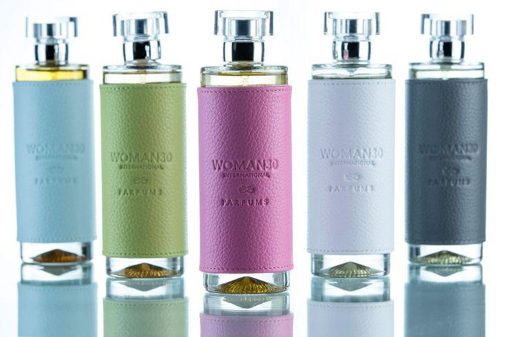 Esta Navidad puedes conseguir tu Perfume Woman 30 en distintos acabados de cuero. Son el regalo perfecto para estas fiestas. Infórmate en tu Woman 30 Shop más cercana. www.woman30shop.com
