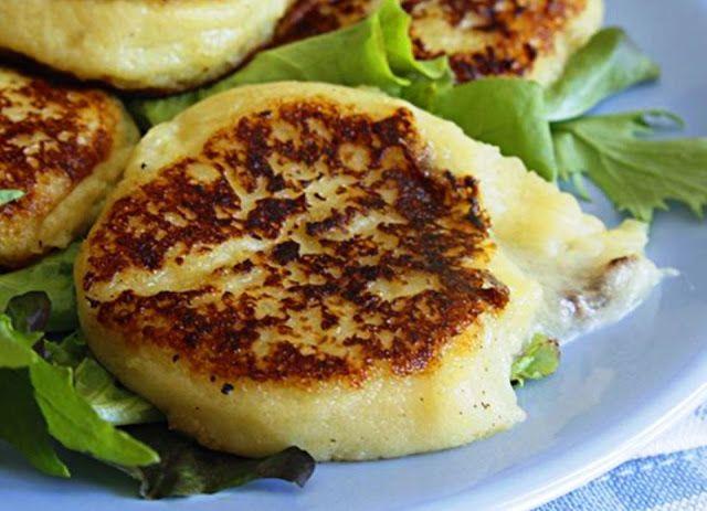 Κρέπες πατάτας με μοτσαρέλα και παρμεζάνα ~ ΜΑΓΕΙΡΙΚΗ ΚΑΙ ΣΥΝΤΑΓΕΣ