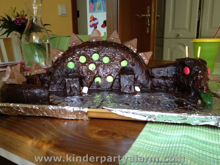 Brachiosaurus Dino Kuchen auf KinderPartyAlarm.com