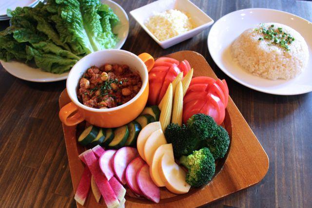 まかない飯:関内の人気スペインバル直伝!鎌倉野菜の「野菜タコス」レシピ - macaroni