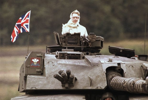 British Prime Minister Margaret Thatcher stands in a British tank during a visit to British forces in Fallingbostel, some 120 km south of Hamburg, Germany. on Sept. 17, 1986 | #IronLady #UKpoli
