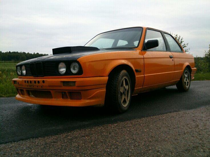 Miika Ahonen maalasi BMW e30 316:n komeaksi. Auto ei ole kuulemma vielä ihan valmis.