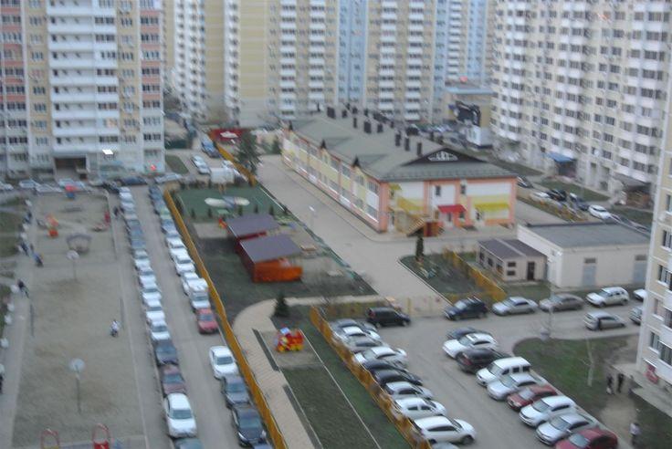 """Cданные дома / 3-комн., Краснодар, Репина, 3 900 000 http://krasnodar-invest.ru/vtorichka/3-komn/realty109288.html  Продаю 3кв. 90\54\19, 9\10.бл. ФМР. Квартира с самой лучшей планировкой в блочных домах: на две стороны, 3 балкона, большая кухня-гостинная 19м, одна из спальни тоже 19м, просторный коридор 20м. Отделка под ключ. Самая лучшая цена! Во дворе д\сад, новый """"Оранж фитнес"""", гипермаркет  Магнит, в шаговой доступности три гимназии на выбор. Торг. Ипотека. 1002389578"""
