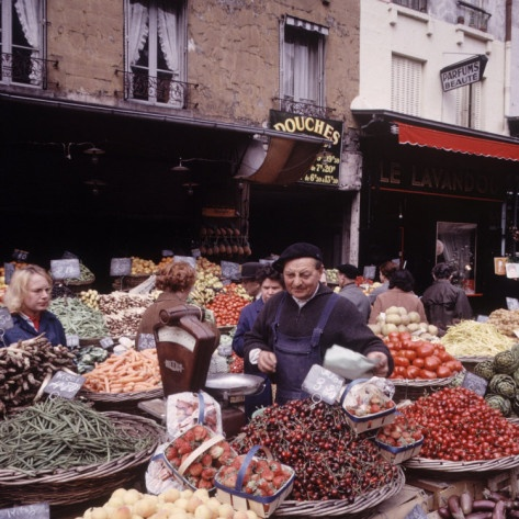Market rue-mouffetard quartier-latin Paris France