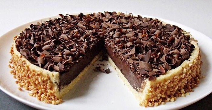 Výborný smetanový zákusek, plný kakaa a na vrchu nastrouhané čokoládové hobliny. Mňamka!