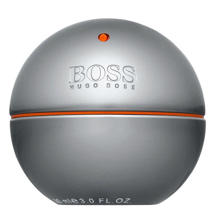 Hugo Boss In Motion é um perfumes masculino oriental amadeirado, com notas de bergamota, folhas de violeta, cardamomo, noz-moscada, pimenta rosa, almíscar, sândalo, canela e vetiver