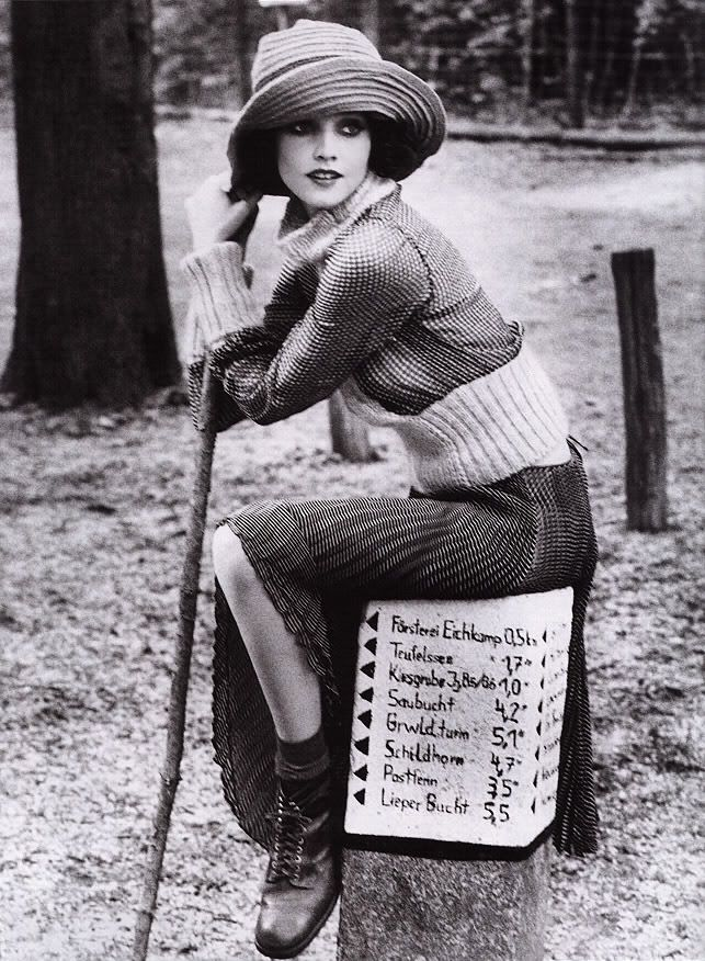 1920's Fashion - I would wear this whole outfit now.