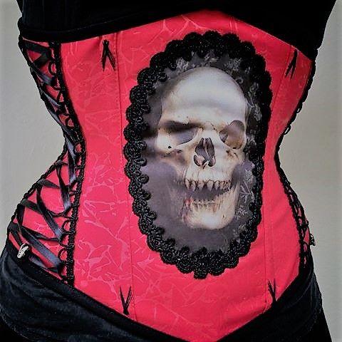 Skull corset   #corset #tightlacing #waisttraining #soullacer #underbust #corsetry #cintura #espartilho #blkocorsets