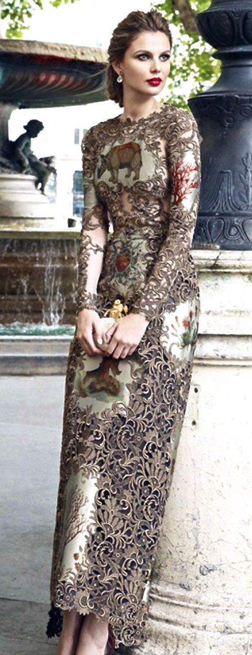 CORTE ARRIBA MAQUILLAJE PELO Valentino - finest artisan work all in one dress! Breath taking!