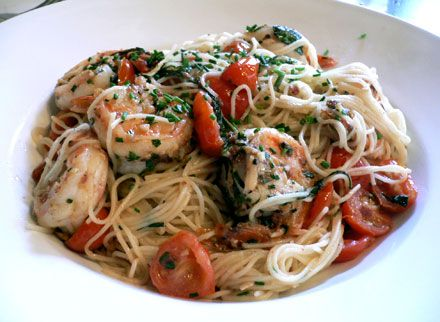 Angel hair pasta with shrimps in basel and white wine sauce.