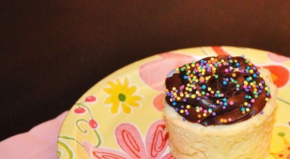 Whether you're short on time or short on patience, learn how to make cupcakes in the microwave by following the simple steps.