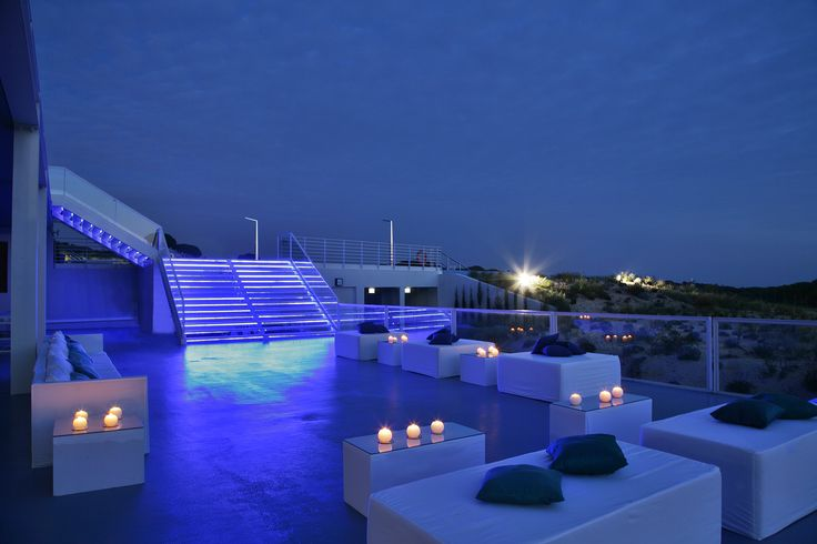 terrace @ the oitavos by night