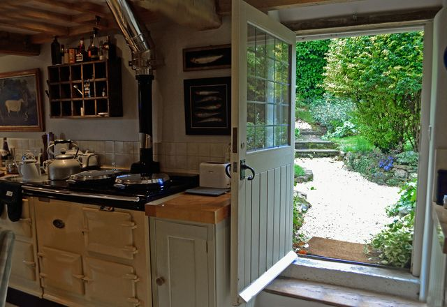Secret Cottage: A Cotswold Tour for Really Nosy People