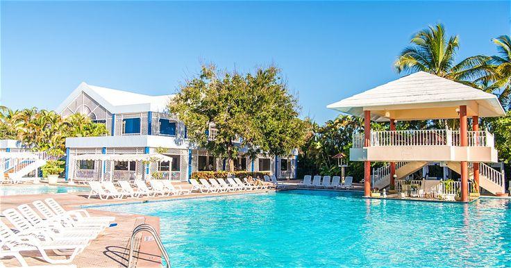 På hotell Puerto Plata Village i Playa Dorada får du ett enkelt boende nära allt som orten har att erbjuda i form av stränder och shopping. Små rum.