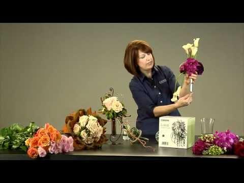 Flore Alliance - Création d'un bouquet de mariée   Salon du Mariage - YouTube