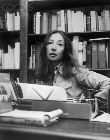 Italian journalist Oriana Fallaci sitting in front of her typewriter. (Photo source: Bettmann / Corbis)