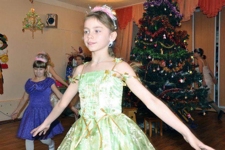 Что может принести в подарок Дед Мороз детям в канун Нового года - конечно же подарки, которые порадовали учеников школы-интерната № 8.