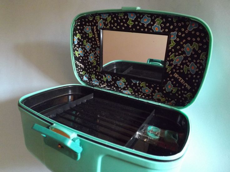Beauty case ridigo celeste Bottega Verde per Naj-Oleari