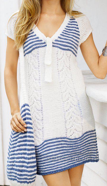 бело-синее платье и сумка