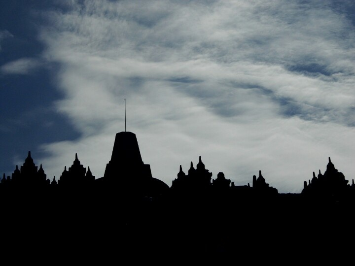 The sky upon Borobudur....
