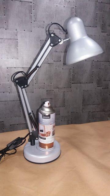 Flexo de escritorio renovado con pintura en spray