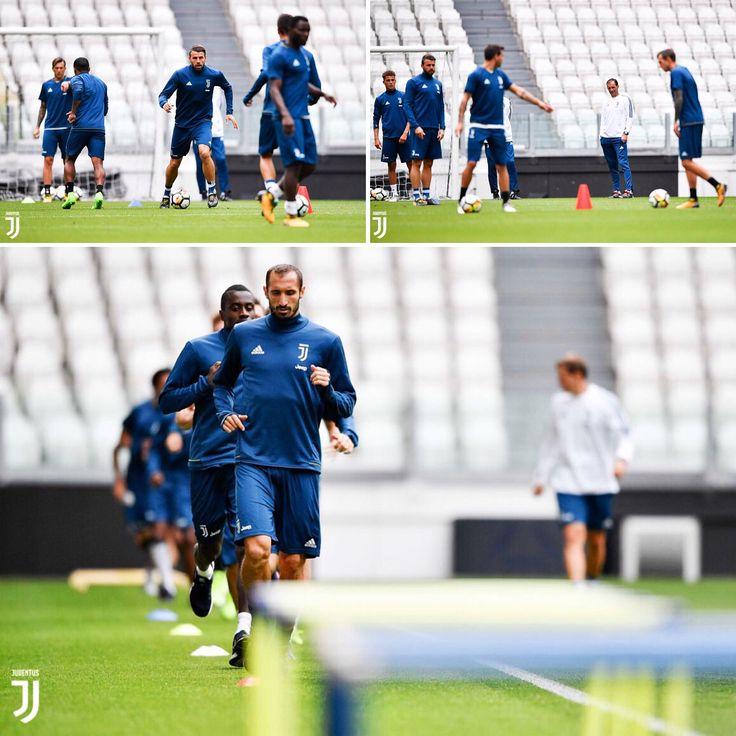 """""""Testa alla #Fiorentina, #Juventus al lavoro: ecco le  più belle dell'allenamento mattutino. ⚪⚫️…"""""""