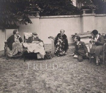 Bonaparte, Marie: Freud, Sigmund: Lun: Freud, Martha: Freud, Ernst: Stross, Josefine  Date: 1938 Event: Journey to England Location: France, Paris, Bonaparte's house