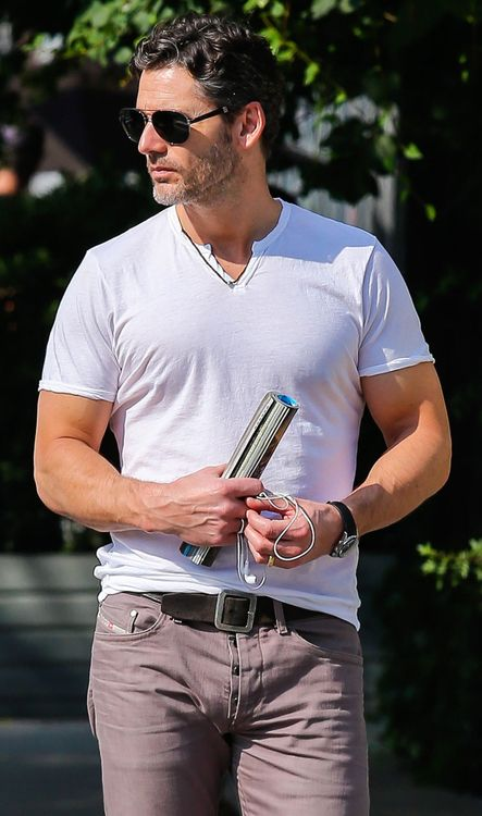 Eric Bana - Real men can wear purple jeans. :p