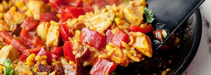 Paella z kurczakiem i chorizo