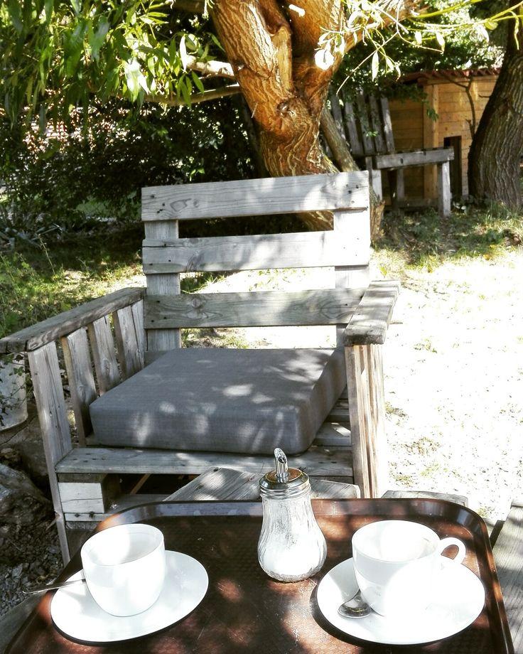 Garden armchair made of reclaimed pallets.