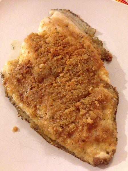 La sogliola si presta bene ad essere gratinata e infornata per un secondo piatto di pesce sfizioso e alternativo adatto a tutti.
