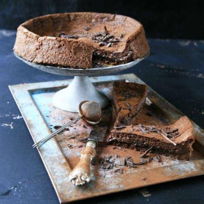 Mörk chokladpaj med katrinplommon - Mitt Kök