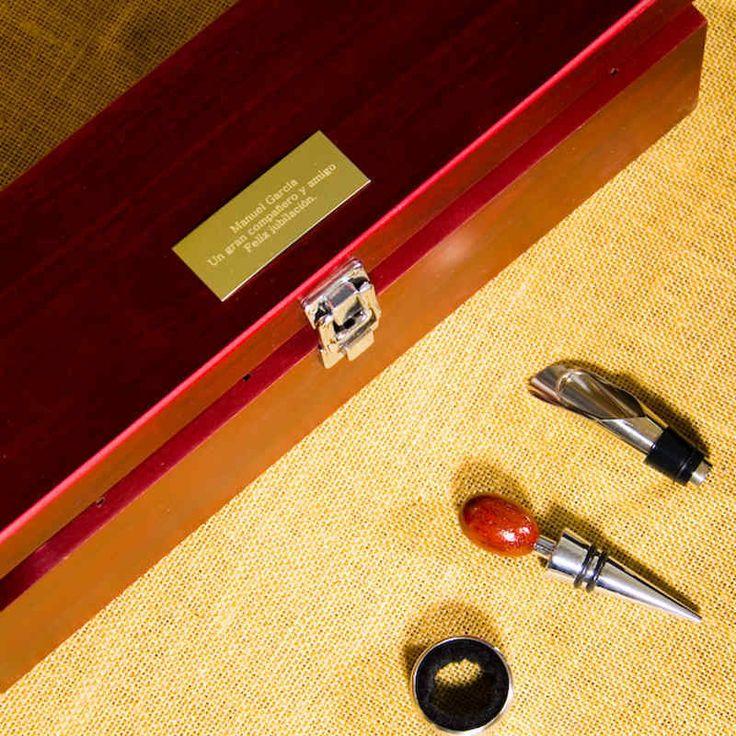 """Regalos personalizados Vinos Personalizados: Caja """"Sumiller"""" grabada con vino Protos"""