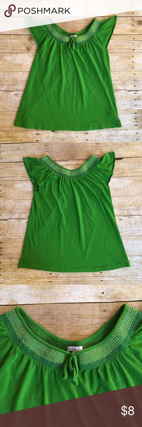 Green Old Navy smocked short sleeve top, medium Very good condition Old Navy green top in a size medium. Has a pretty smocked look along the neckline. No stains or tears, minimal wash wear. If you have any questions, please don't hesitate to ask! Old Navy Tops Tees - Short Sleeve